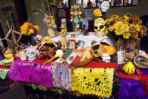 traditions of dia de los muertos dia de los muertos tradition altars crafts station