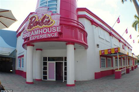 barbie dream house florida world s first ever life size replica of barbie s dreamhouse opens as tourists flock to