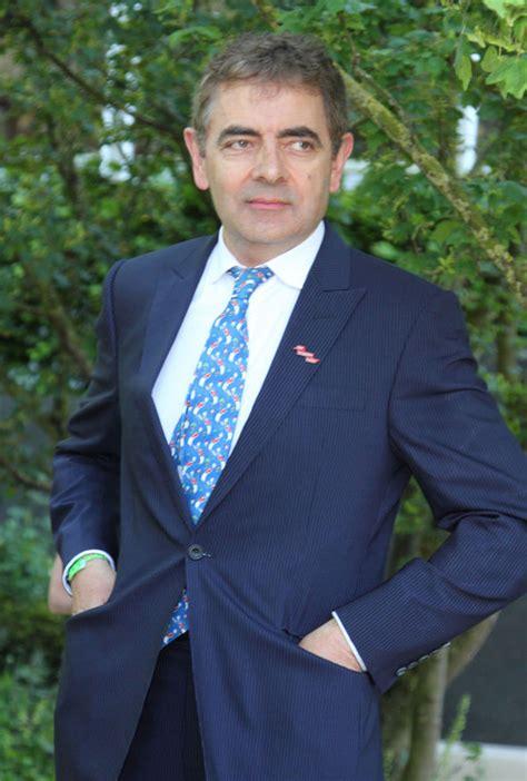 rowan atkinson slams entertainment industry  snubbing