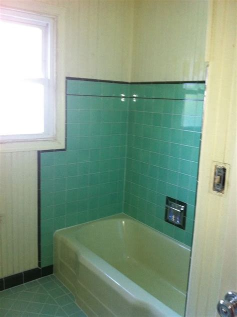 What Color Curtains Go With Yellow Walls Painting Vintage Green Tiled Bathroom