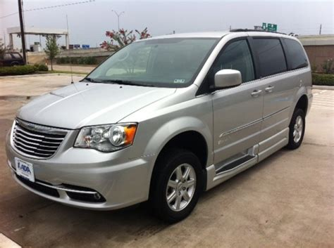 Chrysler Va by Reviewing Chrysler Wheelchair Vans From Mobility