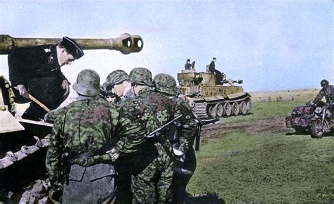 third reich color pictures waffen ss in color soldiers of the 3rd ss division totenkopf discussing