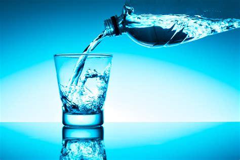 quanti bicchieri d acqua bisogna bere al giorno quanti litri di acqua bere giornalmente style 24