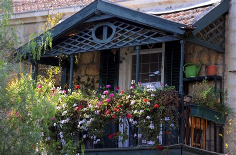 terrazzo o balcone come arredare il balcone con i fiori non sprecare