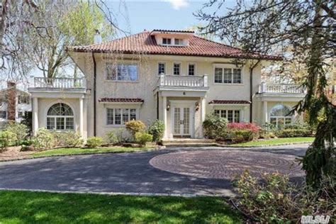 great gatsby house real great gatsby house for sale on the block