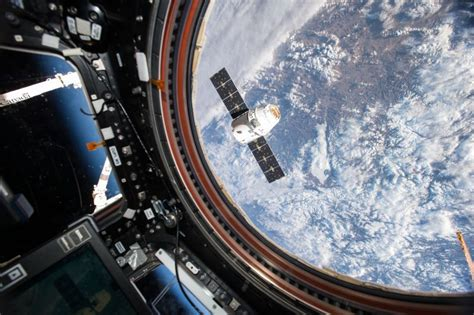 watch spacex dragon depart iss friday human world earthsky