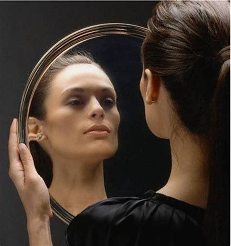 imagenes y frases mujeres frente al espejo cuentos y poes 237 as 191 qui 233 n es esa mujer