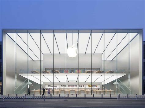 Second Store For Marc by Apple S Newest Store Boasts 50 Foot Glass Walls And A Free