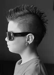 coupe de cheveux ras 233