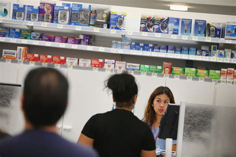 Walgreen Pharmacy Tech by Walgreens Computer Outage Delays Prescriptions Chicago Tribune