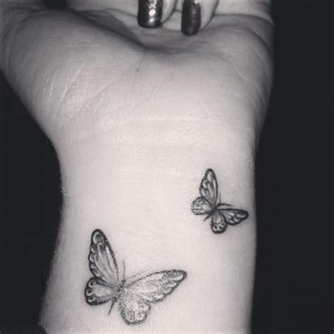 minimalist tattoo butterfly les 25 meilleures id 233 es de la cat 233 gorie tatouage papillon