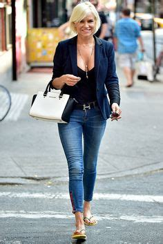 what brand of white jeans does yolanda foster wear yolanda foster white denim with chambray shirt style