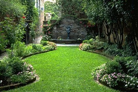 a small courtyard garden in charleston south carolina