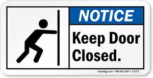 keep door closed notice label safe secure shopping