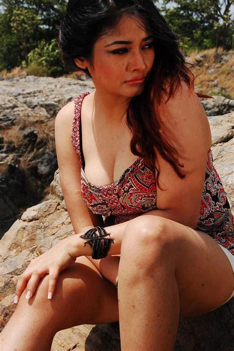 film india hot heroine kiran rathod latest hot stills in ilamai oonjal tamil