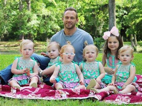 los busby tlc tlc s outdaughtered dad reveals struggle with postpartum