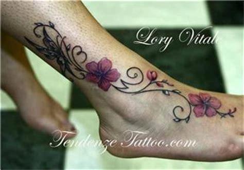 fiori piede tatuaggio fiore di loto con ramo da fare dove spalla o