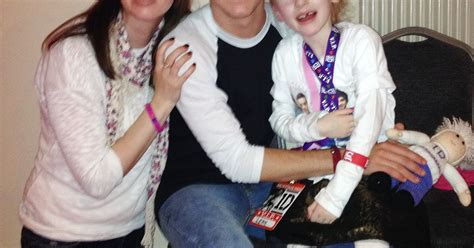 Meet One Direction 1d Condition tributes led by niall horan for brave 6 year