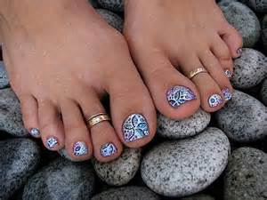 Get gel glitter toes at home beauty ramp beauty amp fashion guide by