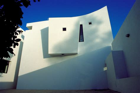 House With Central Courtyard modern saudi arabia home by peter barber architects