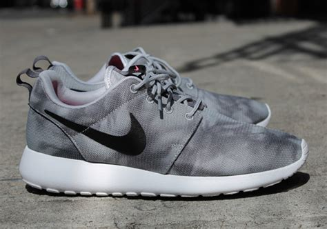 Sepatu Nike Rosherun 09 Grey List White Orange mens roshe runs marble progress