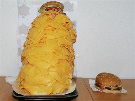 Makaroni Dower a whopper topped with 1 000 slices of cheese