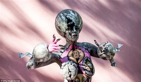 eumundi painting festival 2016 world bodypainting festival models turn themselves into