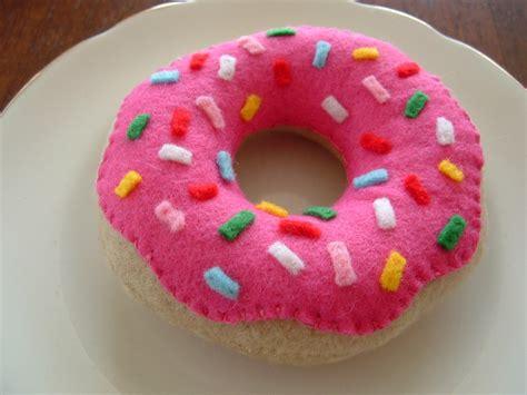 felt donut pattern lisajhoney free tutorial for felt food doughnuts donuts
