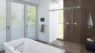 duschabtrennung badewanne glas duschabtrennung aus glas mit schiebet 252 ren 4 duschkabinen
