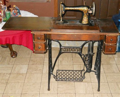 vintage 1921 singer treadle sewing machine in cabinet