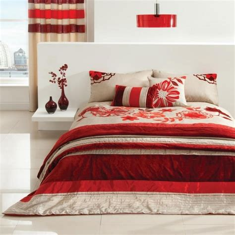 Matching Comforter And Curtain Sets by Pinceladas De Rojo Burdeos En El Dormitorio