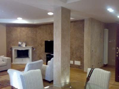camini veneziani caminetto ad angolo e paretine decorate a stucco nuova