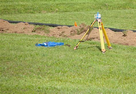 drainage garten lehmboden drainage f 252 r den rasen legen 187 das sollten sie beachten