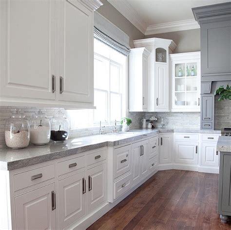 white gray glaze kitchen island with gray marble counter interior design ideas home bunch interior design ideas
