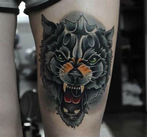 tattoo old school lobo tatuaje lobo huye del aullido del lobo que tienes dentro