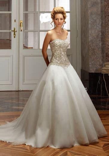 hochzeitskleid corsage glitzer romantisch royales brautkleid mit corsage in elfenbein und