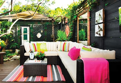 creating an outdoor living space how to create an outdoor living space home trends magazine