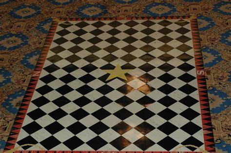 pavimento a scacchi massoneria pavimento massonico in un locale di culto adi chi ha
