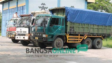 Tujuh Bapak Bangsa 1 angkut pasir ilegal tujuh truk tronton di bojonegoro diamankan polisi bangsa cepat