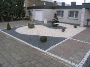 gartengestaltung mit splitt vorgarten mit hellem und dunklem splitt fertig