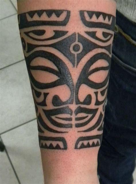 tatuaggio bracciale fiori oltre 1000 idee su tatuaggi bracciale su