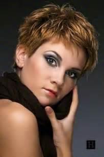 coupe de cheveux court moderne