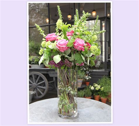 How To Arrange Roses In Vase by Pom Pom Living By Hilde Leiaghat Flower Arrangements With