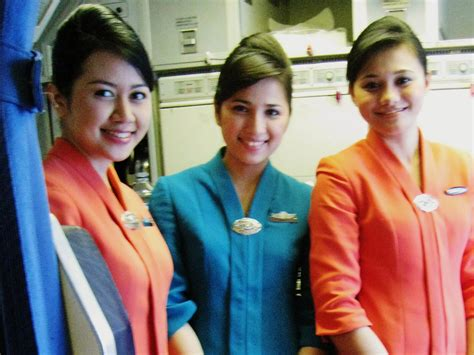 Parfum Maskapai Pramugara Garuda Air Lines Indonesia pramugari pramugari cantik maskapai penerbangan indonesia