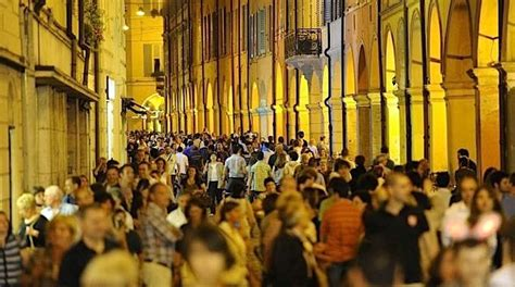 ufficio immigrazione modena popolazione calano gli stranieri residenti in provincia