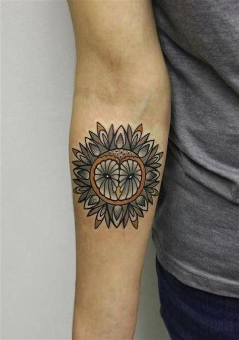 owl tattoo unterarm farbtattoo von s 252 223 er eule als mandala destaltet am
