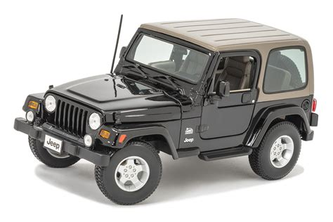 jeep toy maisto 1 18 scale jeep wrangler sahara edition model toy