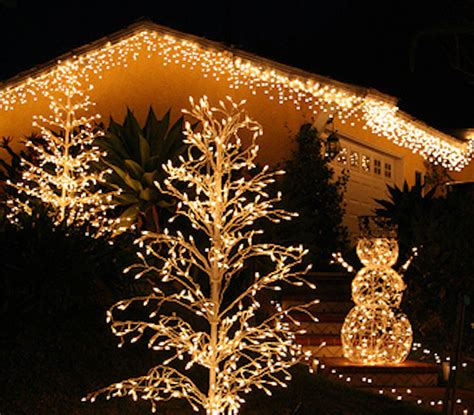 an interior designer s best tips for holiday lights that