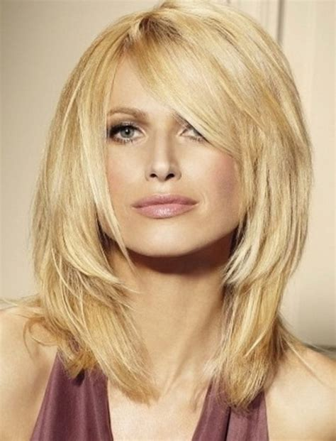 medium length tapered or layered hairstyles for women over 50 coiffure coupe mi long tendances 2018