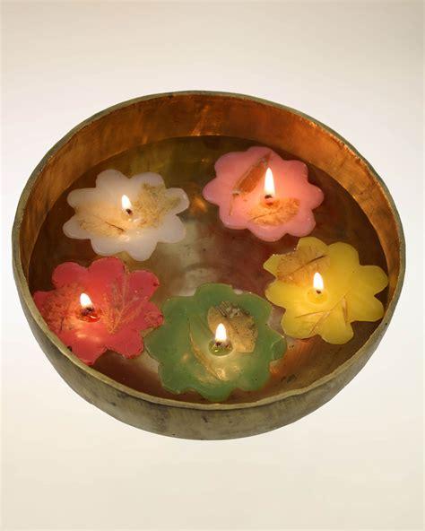 candele e lanterne candele galleggianti profumate con fiori secchi cuore d